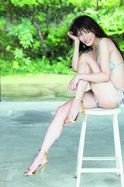 美魔女コンテストエロ画像 細身な美熟女の水着姿55枚の037枚目
