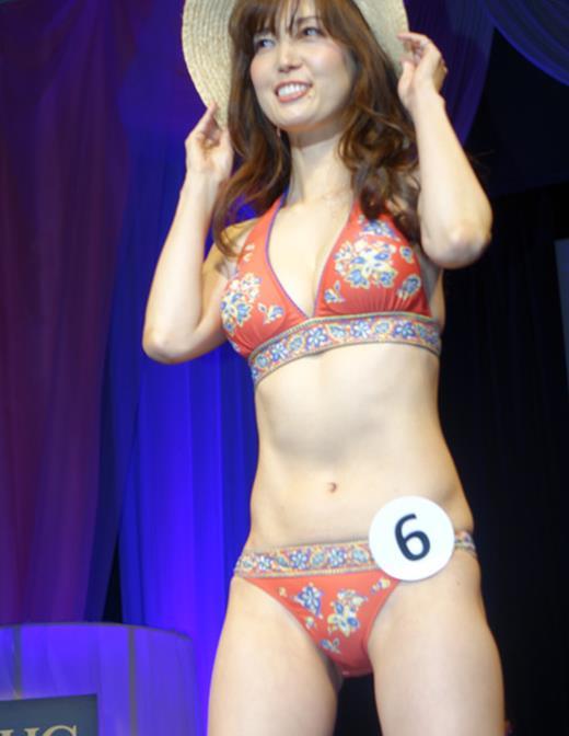 美魔女コンテストエロ画像 細身な美熟女の水着姿55枚の043枚目