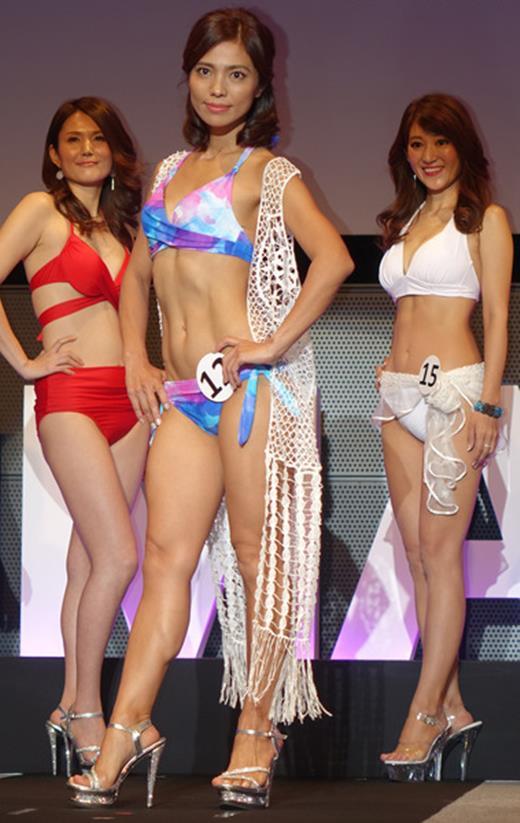 美魔女コンテストエロ画像 細身な美熟女の水着姿55枚の048枚目