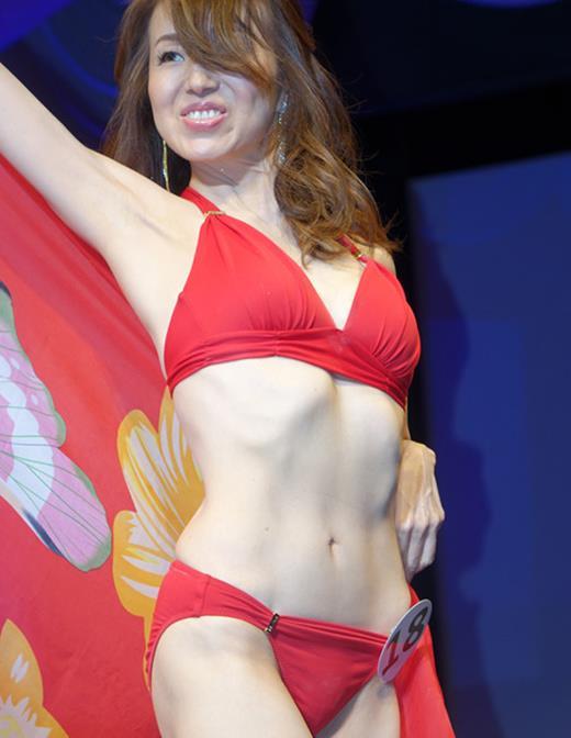 美魔女コンテストエロ画像 細身な美熟女の水着姿55枚の053枚目