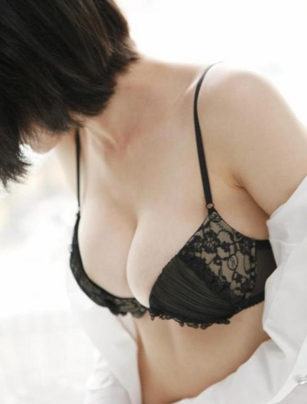 ブラジャー画像 欲情を誘う美女の色っぽい下着姿80枚の06枚目