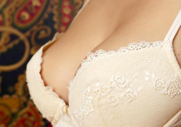 ブラジャー画像 欲情を誘う美女の色っぽい下着姿80枚の76枚目