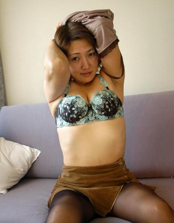 熟女エロ画像 ヒップ90cm以上のデカ尻な奥様70枚の003枚目