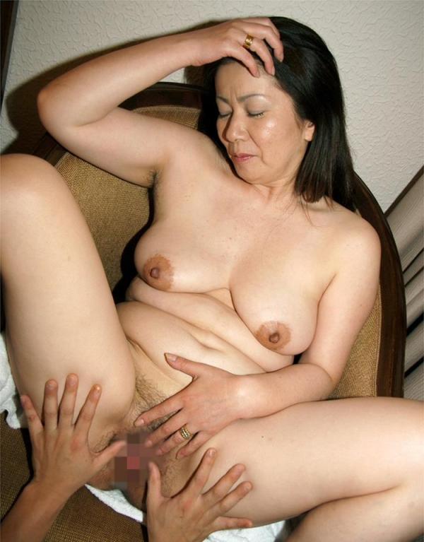 熟女エロ画像 ヒップ90cm以上のデカ尻な奥様70枚の037枚目