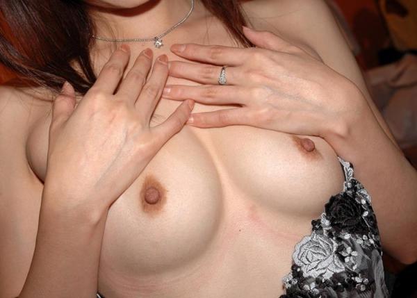 人妻エロ画像 Cカップ美乳 ジャストフィットなオッパイの奥様80枚の1