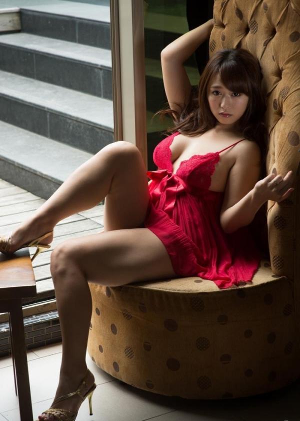 キャミソールを着た色っぽい美女達のエロ画像80枚の14枚目