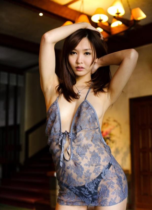 キャミソールを着た色っぽい美女達のエロ画像80枚の23枚目