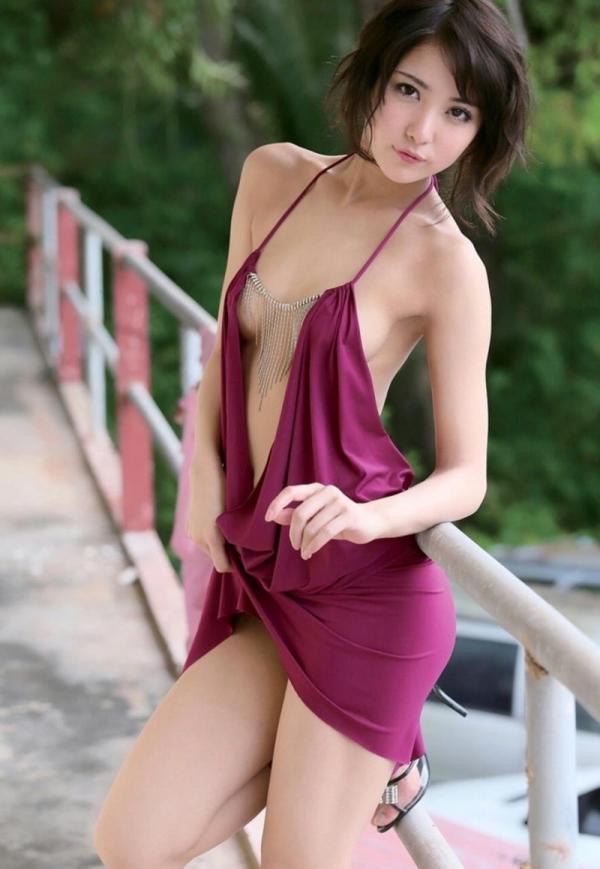 キャミソールを着た色っぽい美女達のエロ画像80枚の28枚目