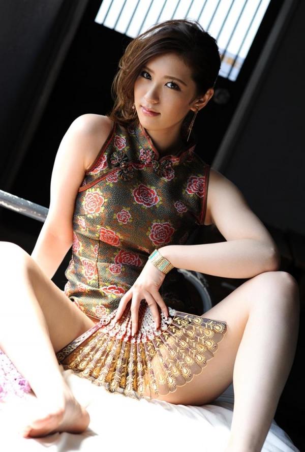 チャイナドレスを着た美女がエッチな事してるエロ画像40枚のb003枚目