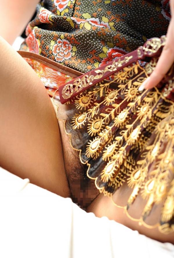 チャイナドレスを着た美女がエッチな事してるエロ画像40枚のb004枚目