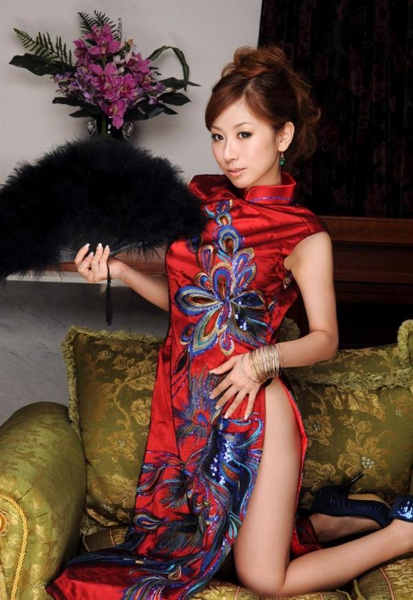 チャイナドレスを着た美女がエッチな事してるエロ画像40枚のc001枚目