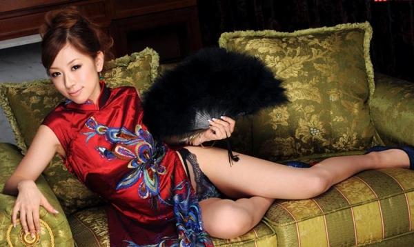 チャイナドレスを着た美女がエッチな事してるエロ画像40枚のc002枚目