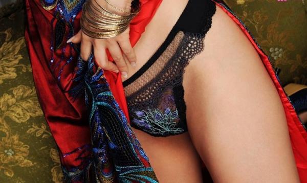 チャイナドレスを着た美女がエッチな事してるエロ画像40枚のc003枚目