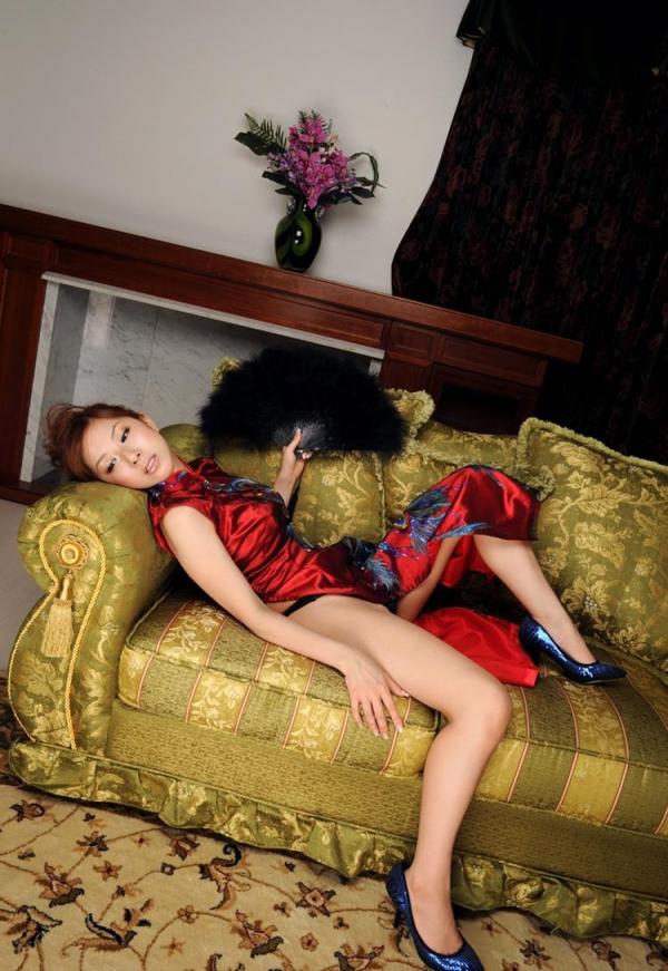 チャイナドレスを着た美女がエッチな事してるエロ画像40枚のc005枚目