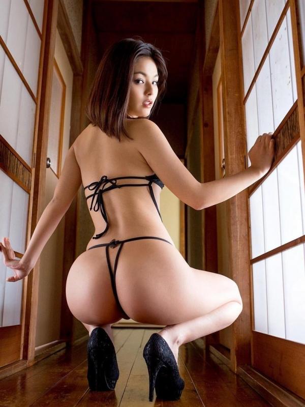 過激なポーズで挑発するAV女優のヌード画像76枚の009枚目