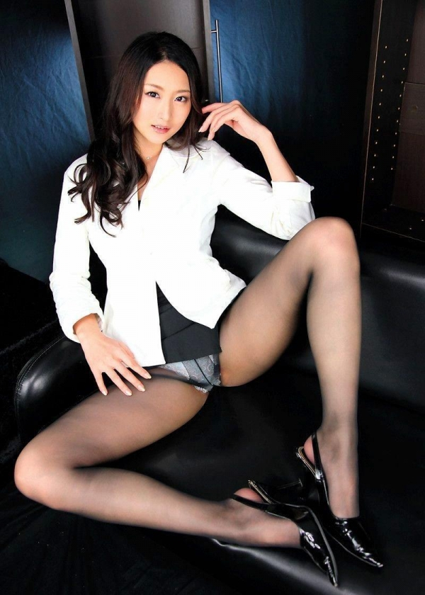 過激なポーズで挑発するAV女優のヌード画像76枚の048枚目