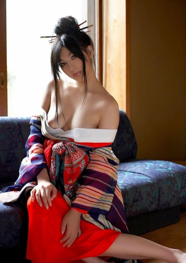 過激なポーズで挑発するAV女優のヌード画像76枚の061枚目