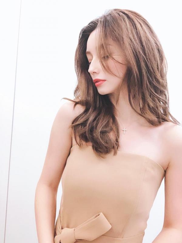 ダレノガレ明美のスリム美巨乳な水着姿やふわふわ天使ショット画像50枚の03枚目