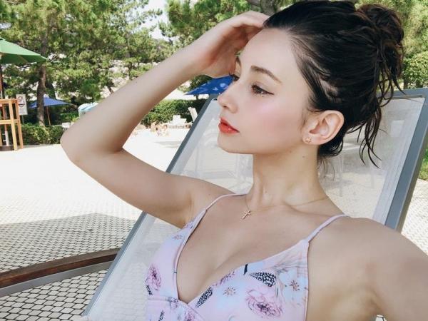 ダレノガレ明美のスリム美巨乳な水着姿やふわふわ天使ショット画像50枚の19枚目