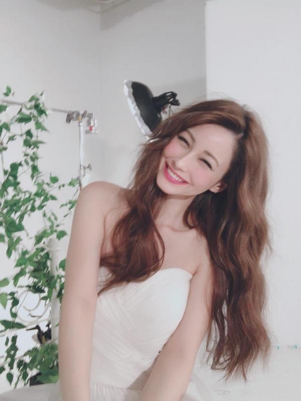 ダレノガレ明美のスリム美巨乳な水着姿やふわふわ天使ショット画像50枚の47枚目
