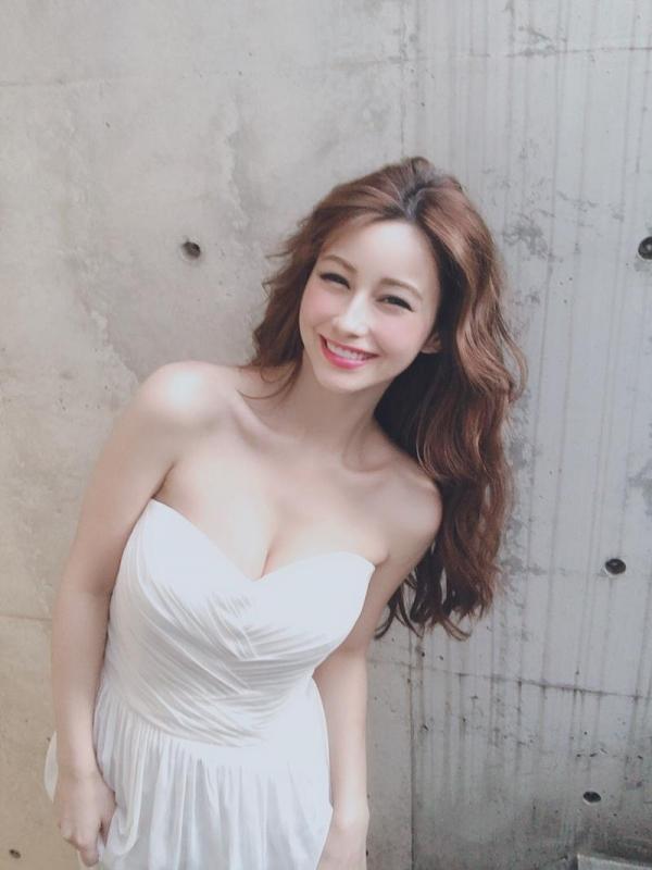 ダレノガレ明美のスリム美巨乳な水着姿やふわふわ天使ショット画像50枚の48枚目
