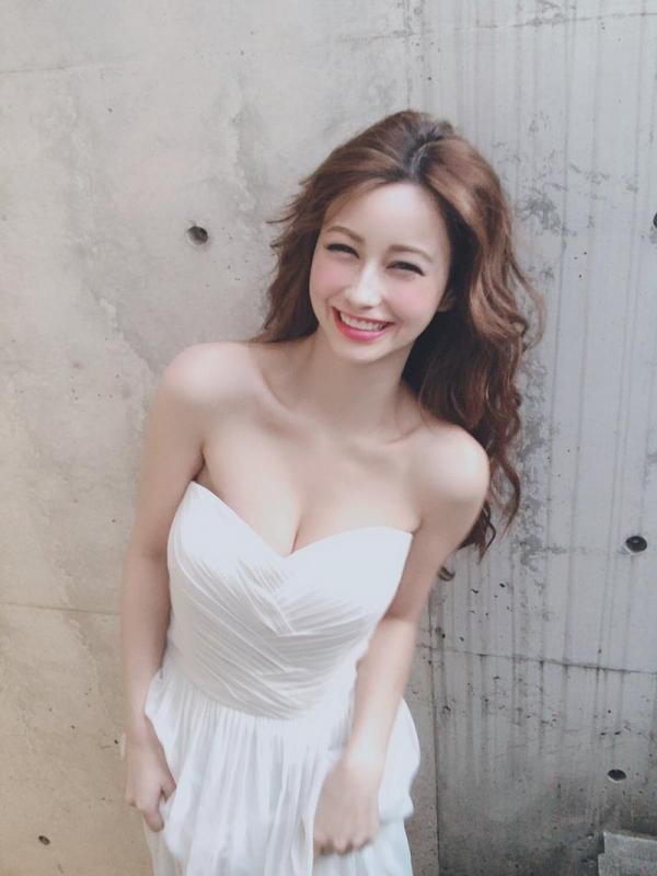 ダレノガレ明美のスリム美巨乳な水着姿やふわふわ天使ショット画像50枚の2