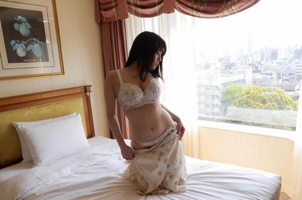 脱ぎかけのエロ画像 服を半脱ぎしている120枚の025枚目