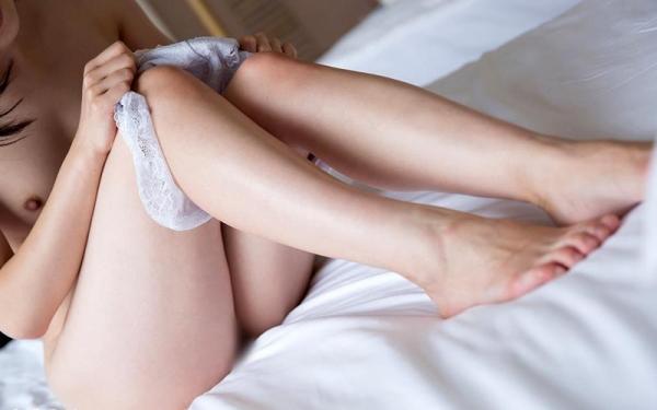 江奈るり Bカップ微乳のスレンダー美人エロ画像90枚の052枚目