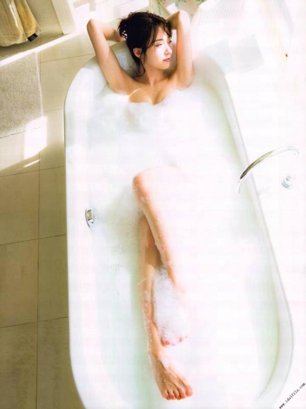 乃木坂46 衛藤美彩 デカパイ水着セミヌード画像60枚の43番