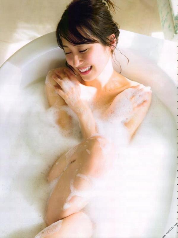 乃木坂46 衛藤美彩 デカパイ水着セミヌード画像60枚の44番