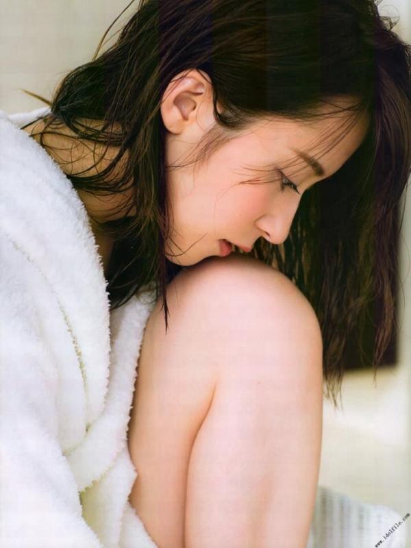 乃木坂46 衛藤美彩 デカパイ水着セミヌード画像60枚の47番