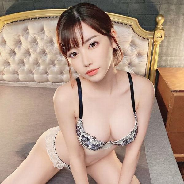深田えいみ 敏感ボディの超淫乱なスレンダー美女エロ画像51枚の1