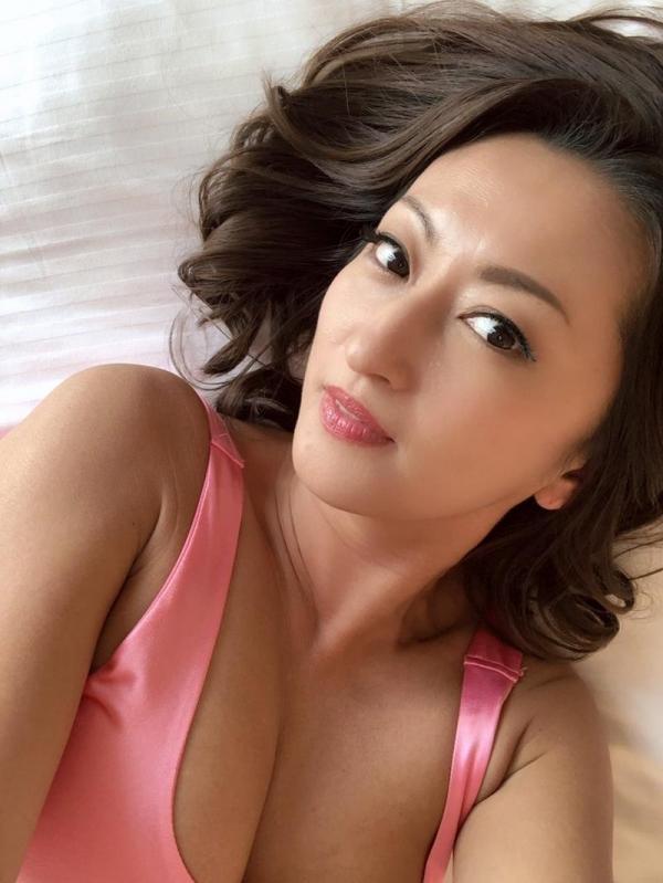 美巨乳の美熟女 吹石れな(玲奈)不倫妻の情事 エロ画像36枚のb013枚目