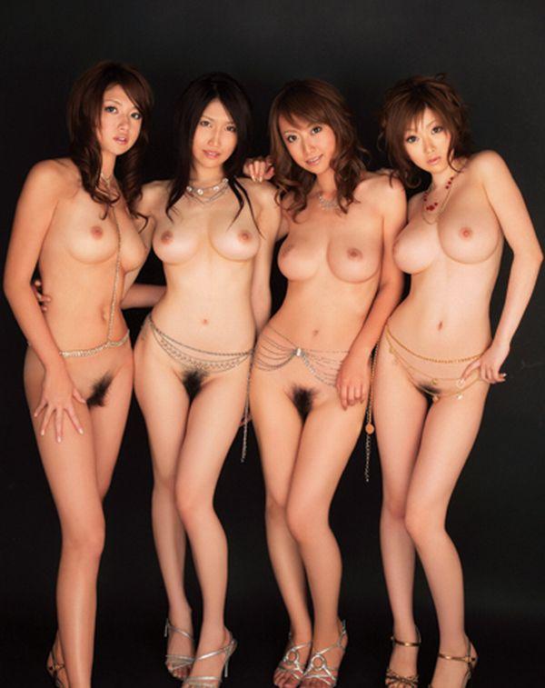 複数ヌード画像 こんな裸の美女達に囲まれたい50枚の04枚目