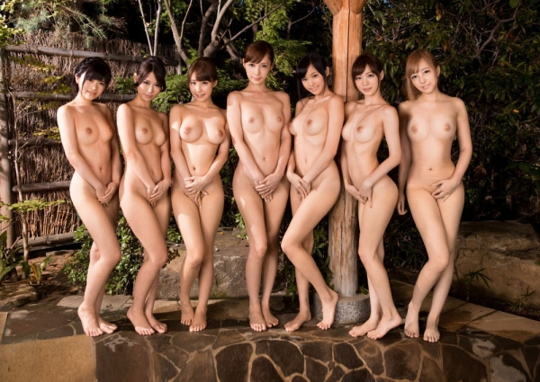 複数ヌード画像 こんな裸の美女達に囲まれたい50枚の49枚目
