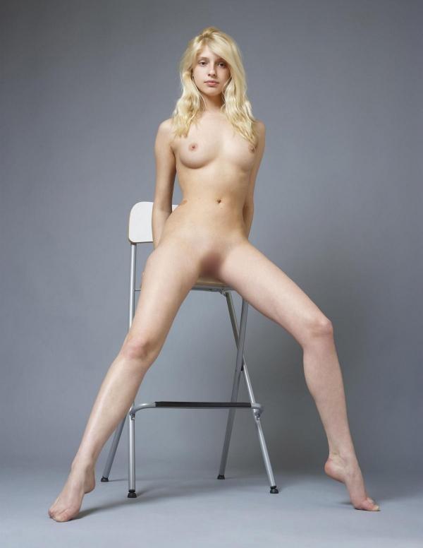 全裸画像 スレンダー美女達のフルヌード130枚の056枚目