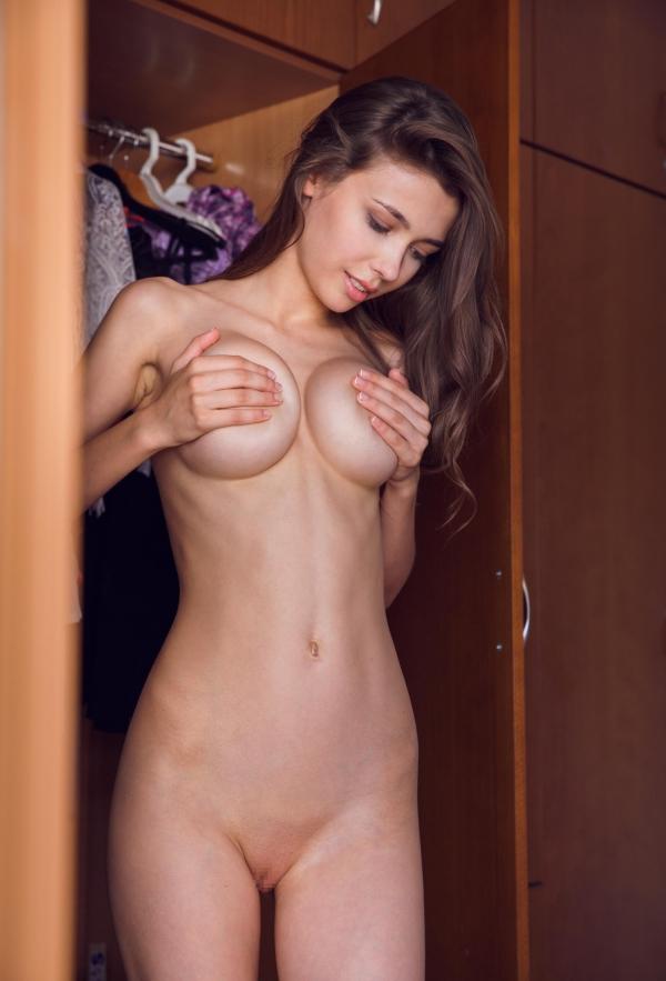 全裸画像 スレンダー美女達のフルヌード130枚の069枚目