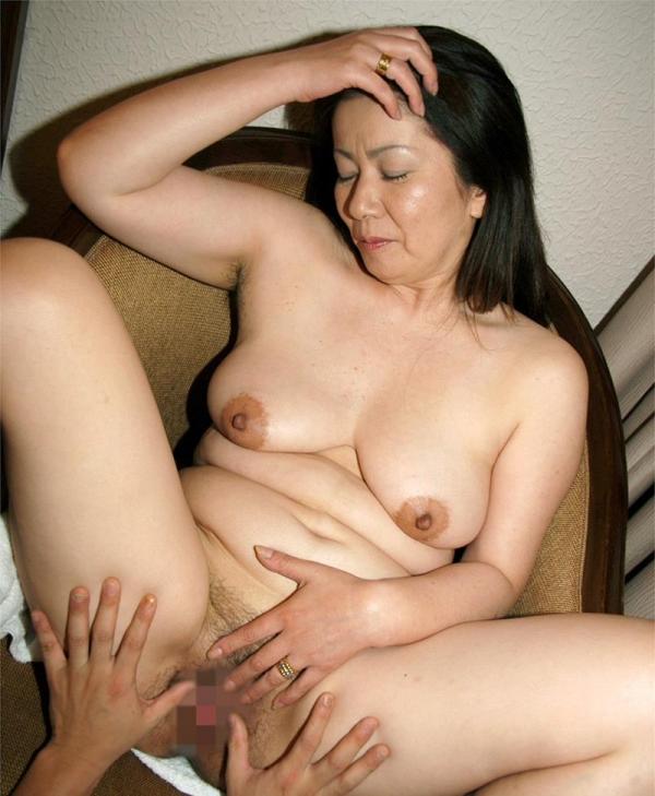 お尻の大きな熟女画像 ヒップ90cm以上のエロ尻奥様66枚の52枚目