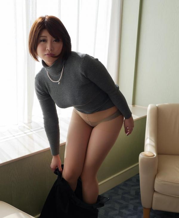 脱衣画像 女が服を脱ぎかけてるエロ画像100枚の003枚目