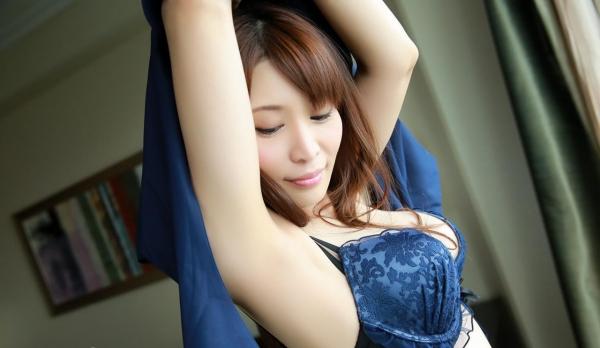 服を脱ぐしぐさにグッと来る美女の脱衣画像100枚の019枚目