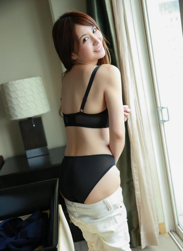 脱衣画像 女が服を脱ぎかけてるエロ画像100枚の2