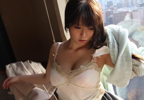 服を脱ぐしぐさにグッと来る美女の脱衣画像100枚の054枚目