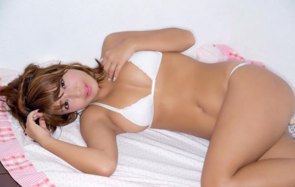 橋本梨菜(はしもとりな)巨乳で黒肌のグラビアアイドル水着画像100枚の070枚目