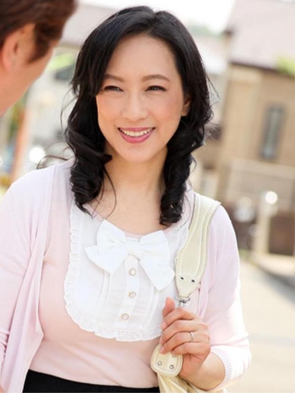 五十路の無修正女優 服部圭子 ノーブラ奥さんエロ画像48枚のa1枚目