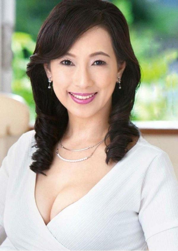 五十路の無修正女優 服部圭子 ノーブラ奥さんエロ画像48枚のa2枚目