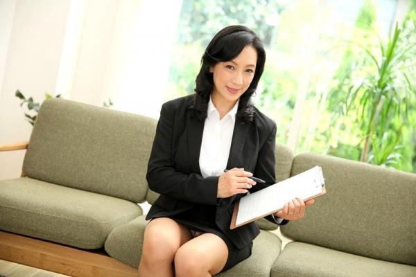 五十路の無修正女優 服部圭子 ノーブラ奥さんエロ画像48枚のa3枚目