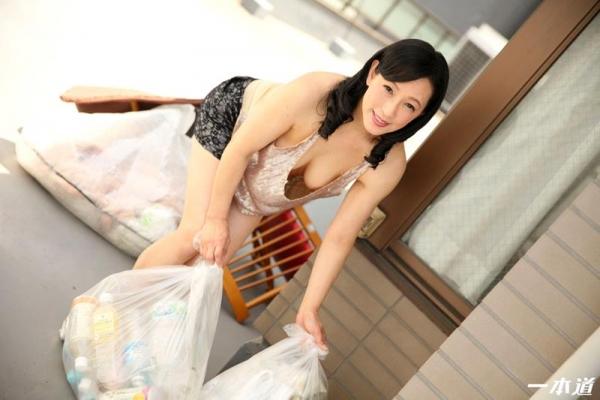 五十路の無修正女優 服部圭子 ノーブラ奥さんエロ画像48枚のb03枚目