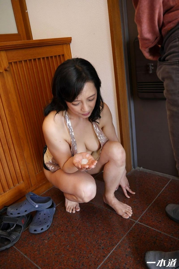 五十路の無修正女優 服部圭子 ノーブラ奥さんエロ画像48枚のb16枚目