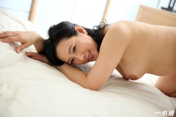五十路の無修正女優 服部圭子 ノーブラ奥さんエロ画像48枚のb23枚目