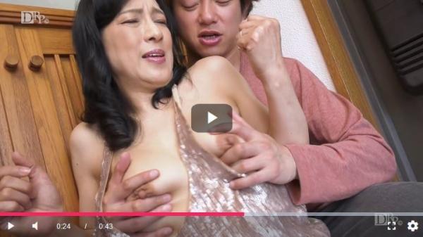 五十路の無修正女優 服部圭子 ノーブラ奥さんエロ画像48枚のb41枚目